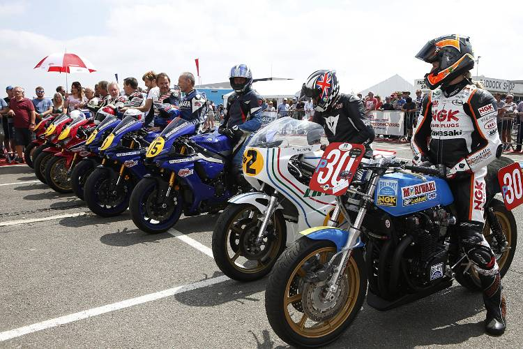 Crowd-pleasing World GP Bike Legends return to the Silverstone Classic in 2019 1